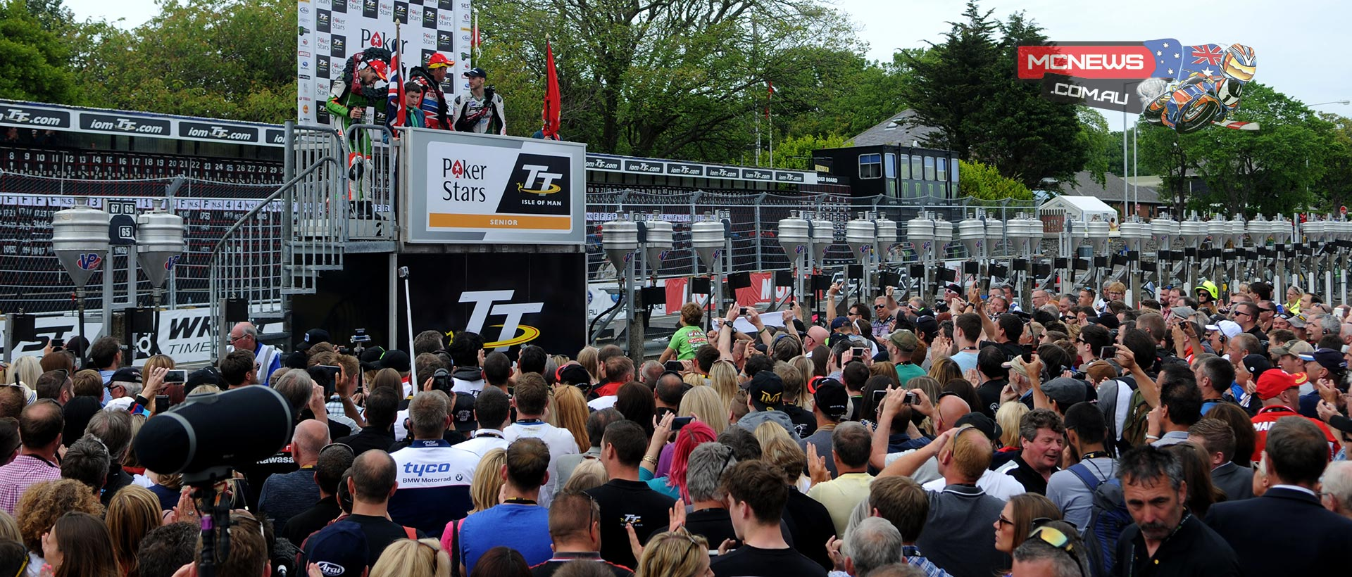 Huge crowds for the 2015 PokerStars Senior TT podium. Credit Simon Patterson/Pacemaker Press Intl.