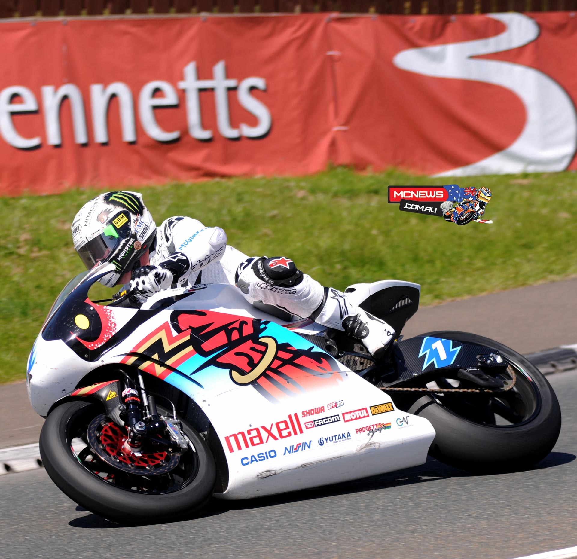 John McGuinness pushes the Mugen entry to a 119.279mph lap in the 2015 SES TT Zero challenge. Credit Pacemaker Press Intl.