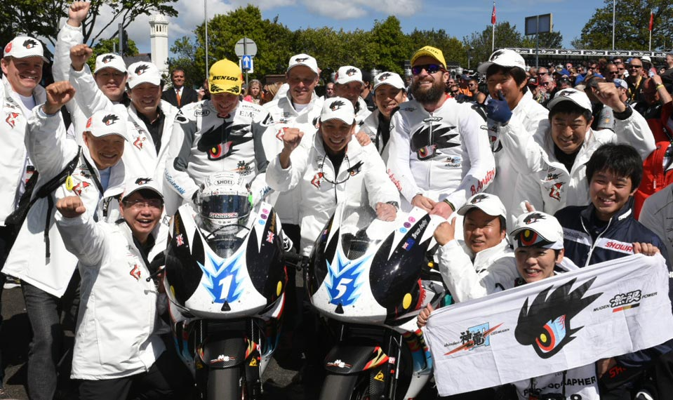 John McGuinness and Bruce Anstey with the whole Mugen Team. Credit Dave Kneale