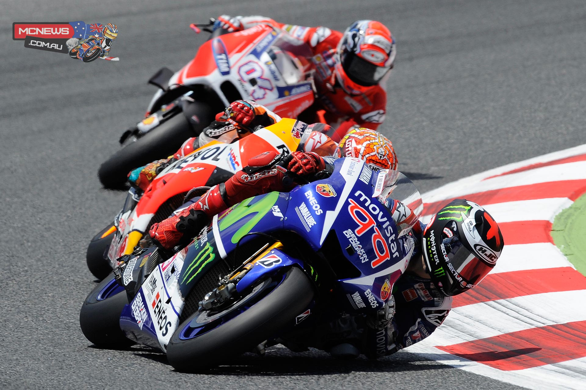 Jorge Lorenzo leads Marc Marquez and Andrea Dovizioso at Catalunya MotoGP 2015