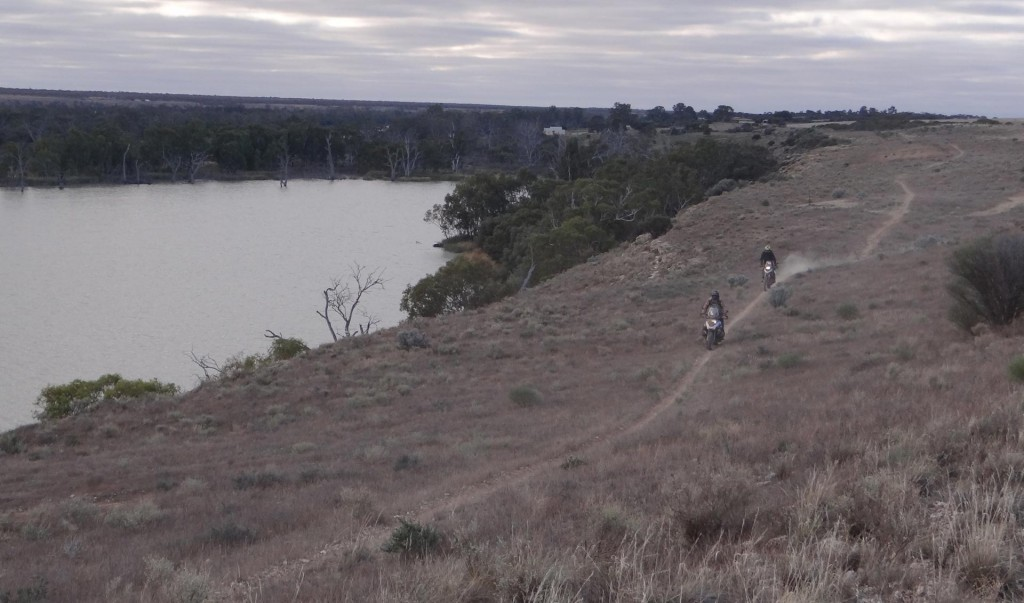 BMW GS Safari Enduro 2015 - Riding along the Murray River