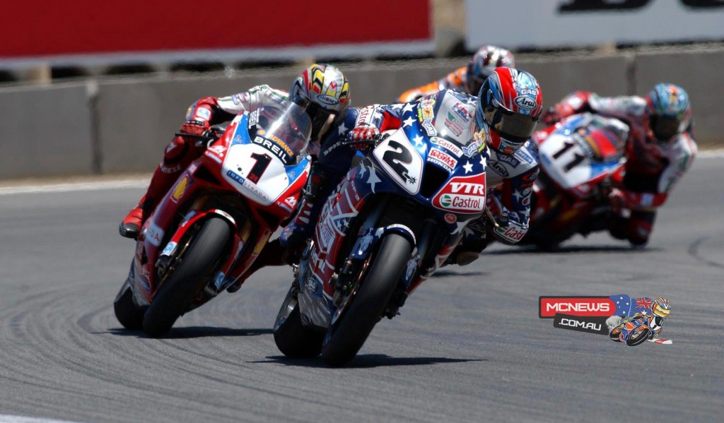 Colin Edwards (USA) leading the way on Bayliss (AUS) aboard his 'Stars and Stripes' Honda VTR (2002)