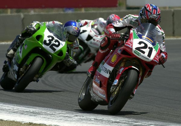 Troy Bayliss leads Eric Bostrom and Colin Edwards at Laguna Seca in 2003