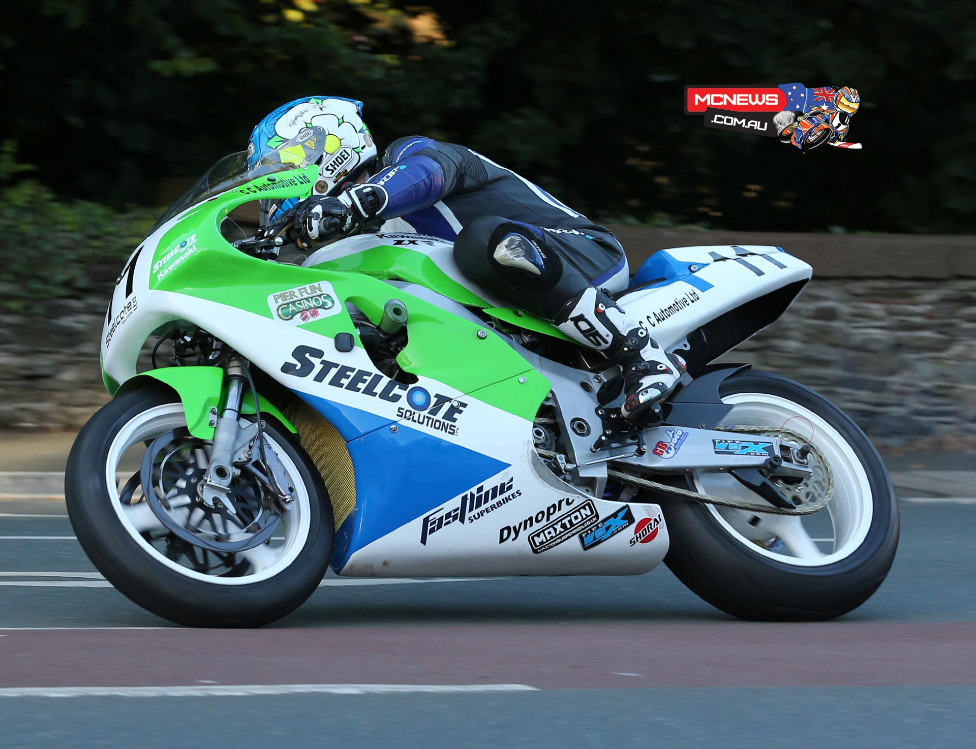 Dean Harrison at speed on the Steelcote Solutions Ltd Kawasaki.