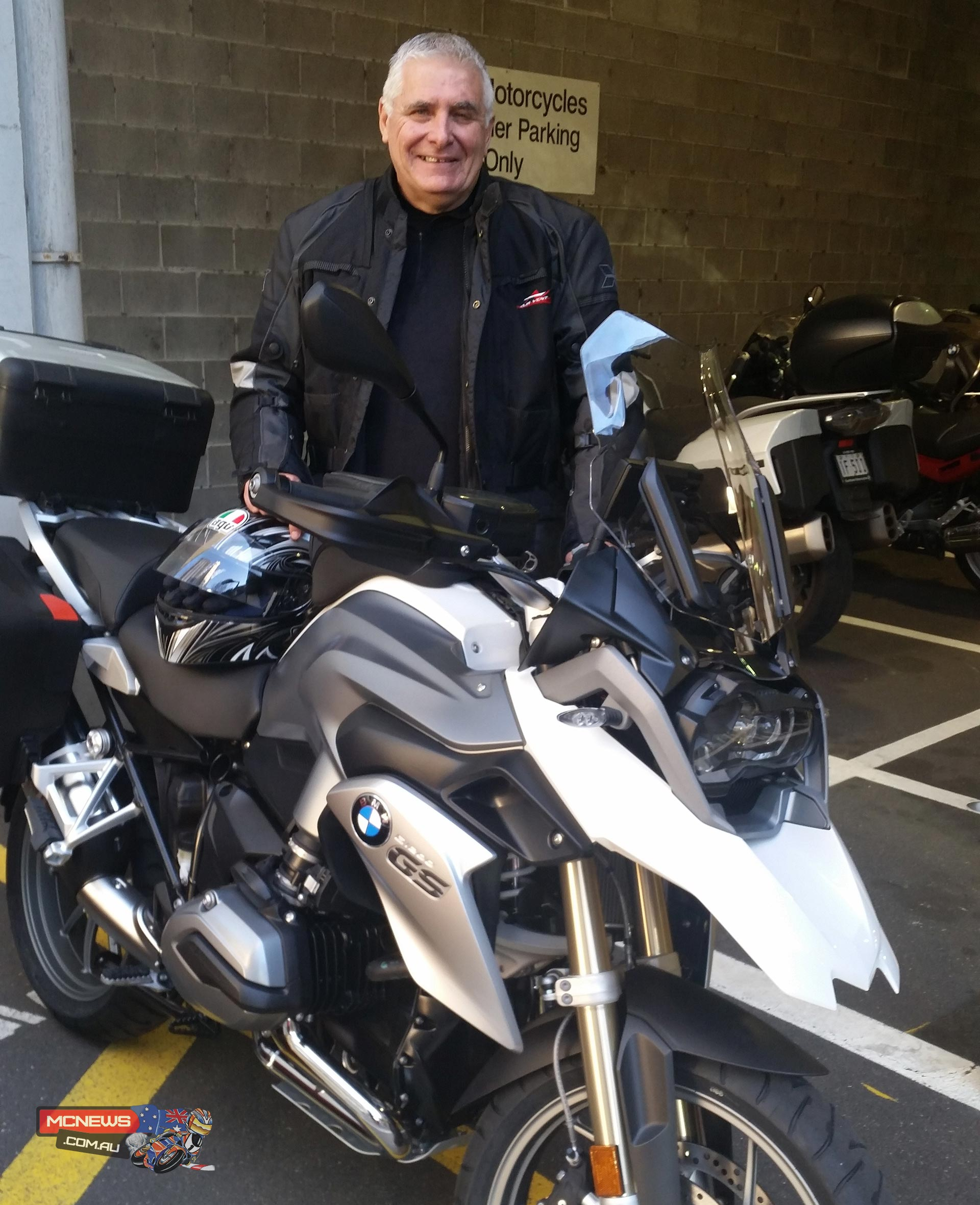 Dave Bancell picking up his new BMR R 1200 GS