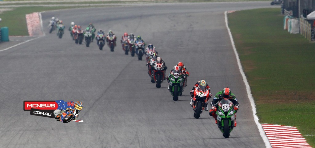 Tom Sykes leads the field at Sepang WorldSBK 2015
