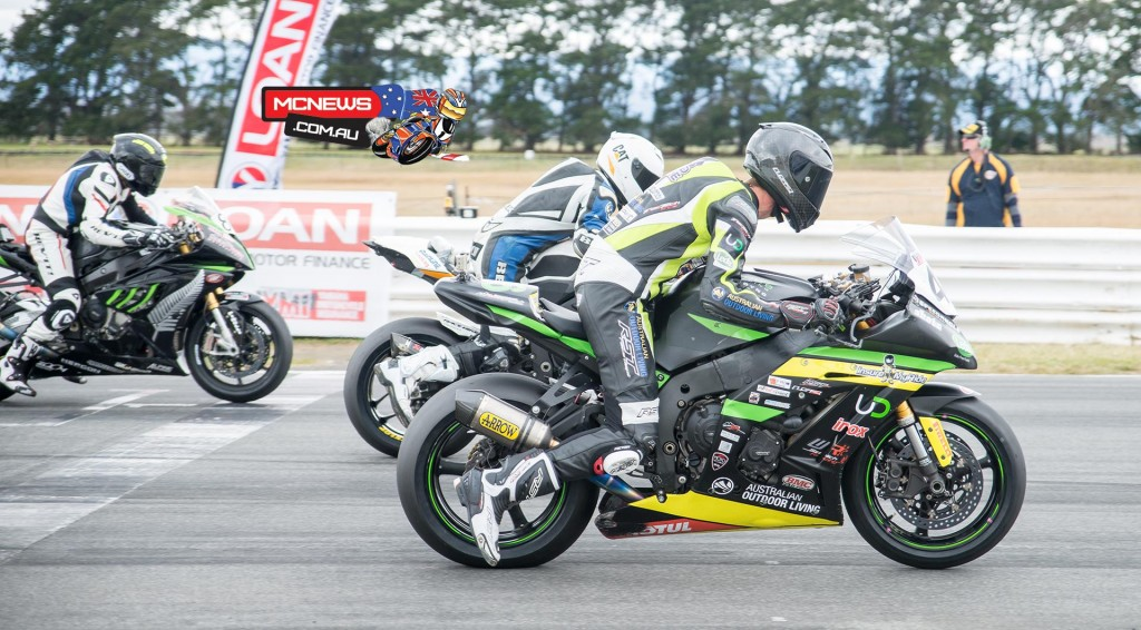 ASBK 2015 - Round Four - Symmons Plains - Superbike Race One - Start