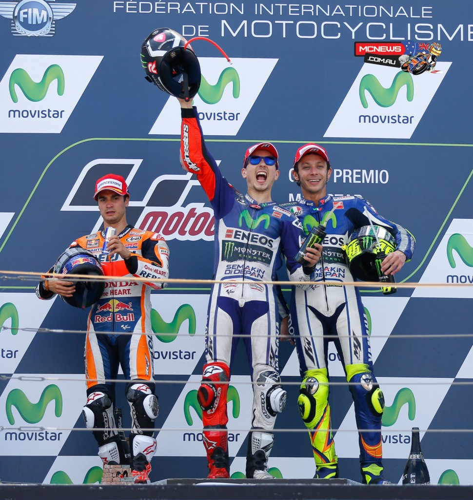Jorge Lorenzo took his sixth win of the season at a rain-free Aragon MotoGP in 2015 ahead of Dani Pedrosa and championship rival Valentino Rossi as Marc Marquez crashed out.