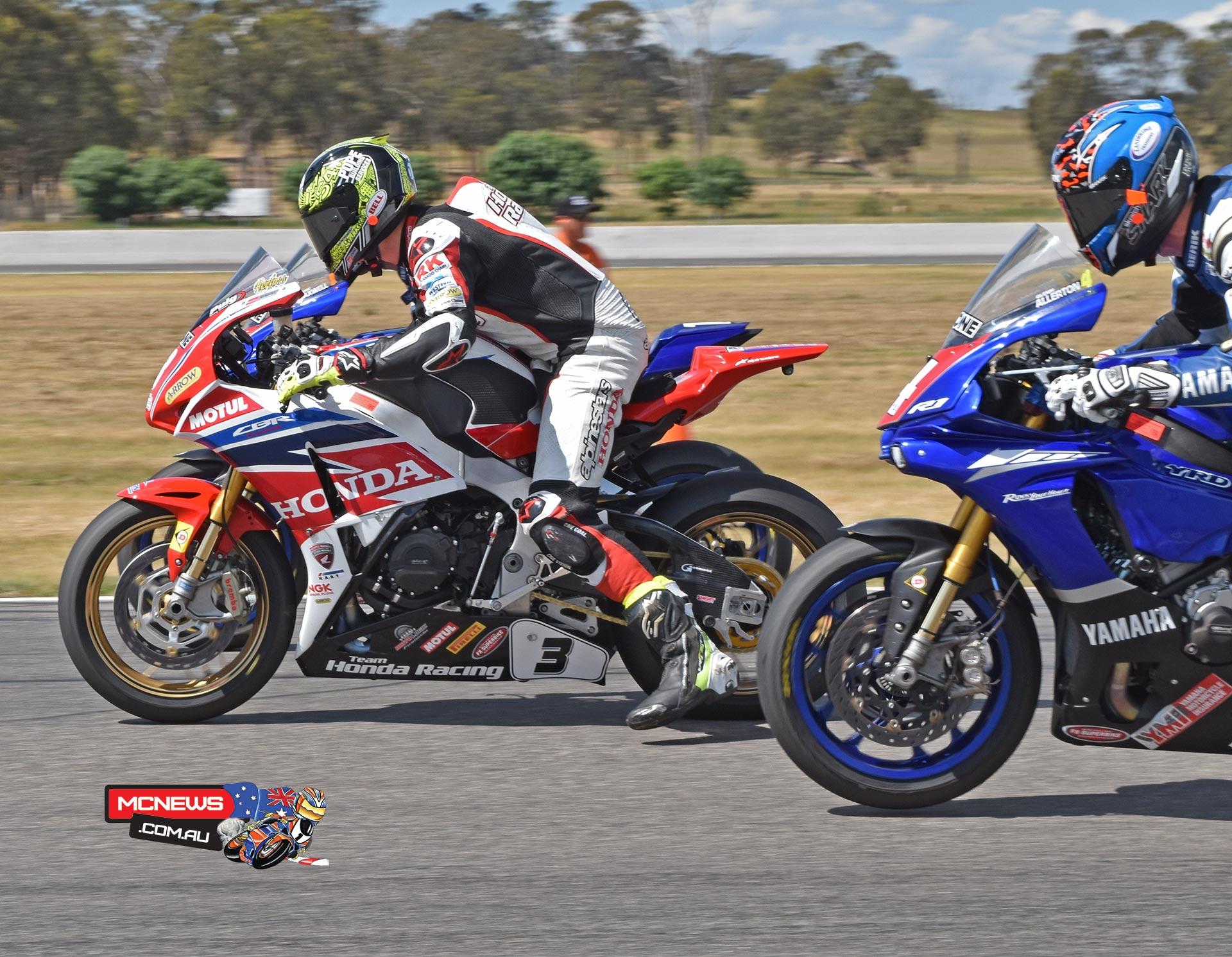 Swann Australasian FX Superbike Championship 2015 - Round Six - Winton Motor Raceway - Ipone Superbike Race Three Start