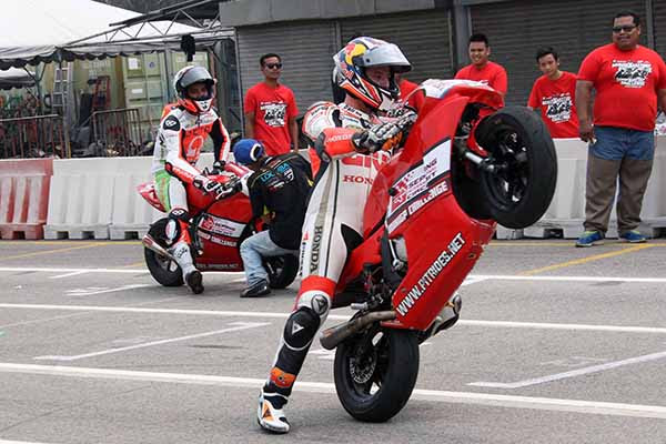 At the traditional pre-event for the Shell Malaysia Motorcycle Grand Prix on Thursday 20 riders took to the Sepang International Go Kart Circuit for the annual Mini Bikes race