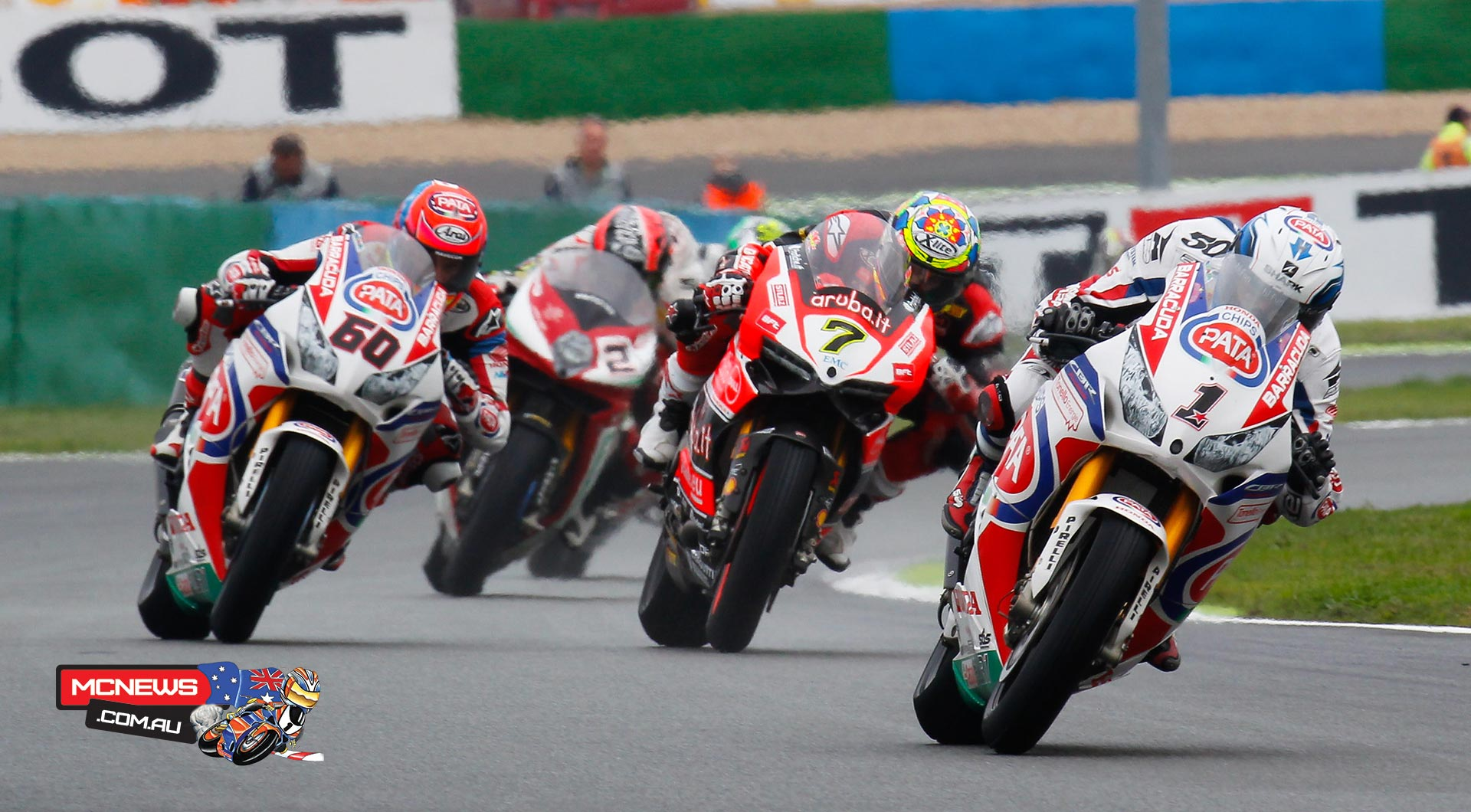 Sylvain Guintoli leads Chaz Davies at Magny Cours in 2015