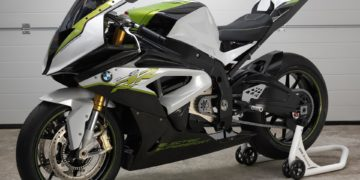 With presenting the experimental vehicle eRR BMW Motorrad goes one step forward and shows the possibilities of an all-electric drive in a supersport motorcycle. Regarding design and chassis technology the eRR leans on the supersport motorcycle S 1000 RR, however using an all-electric drive.