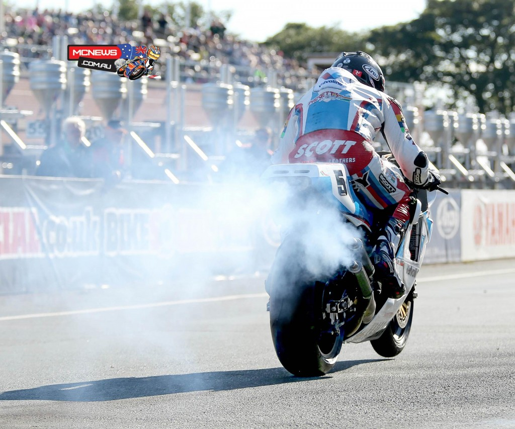 Bruce Anstey on the Valvoline Racing by Padgetts Motorcycles Yamaha YZR500