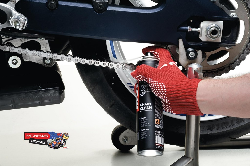 Motul Motorcycle Chain Maintenance Guide - Clean chain with MOTUL Chain Clean