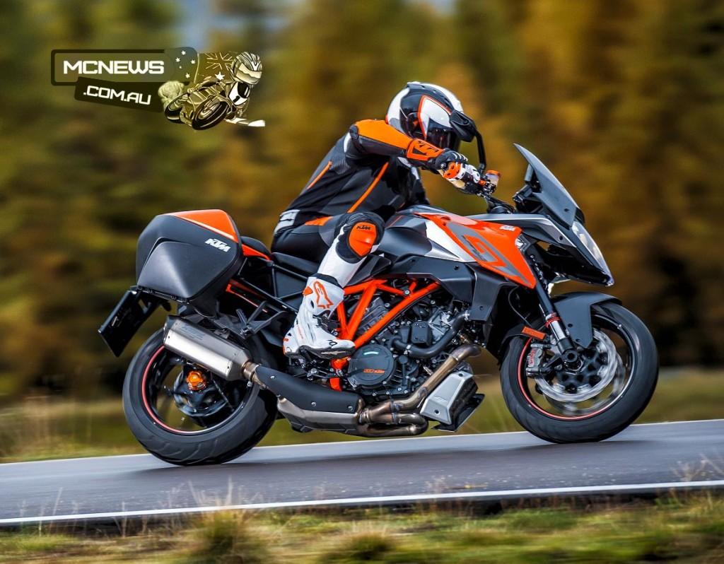 KTM-1290-SuperDuke-GT-Action-3