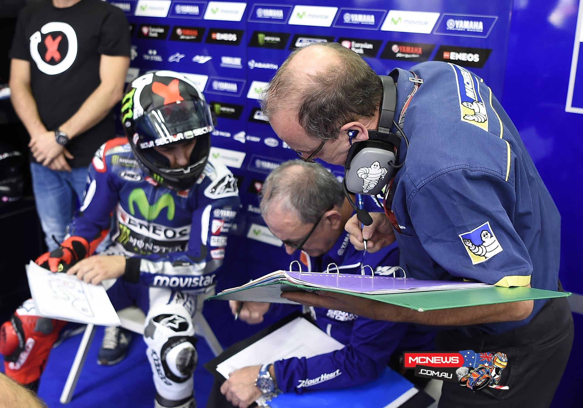 MotoGP Testing Valencia 2015 - Jorge Lorenzo with Michelin Techs