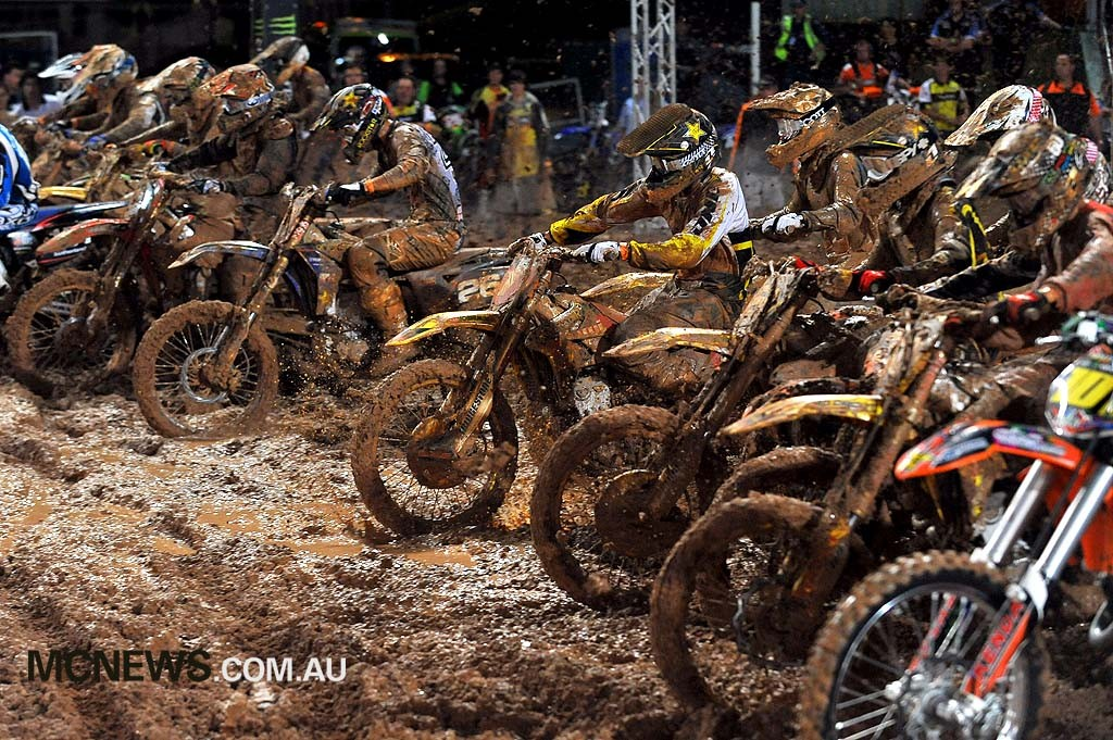 2010 Super-X Finale - Brisbane - Lites Start - Image by Jeff Crow