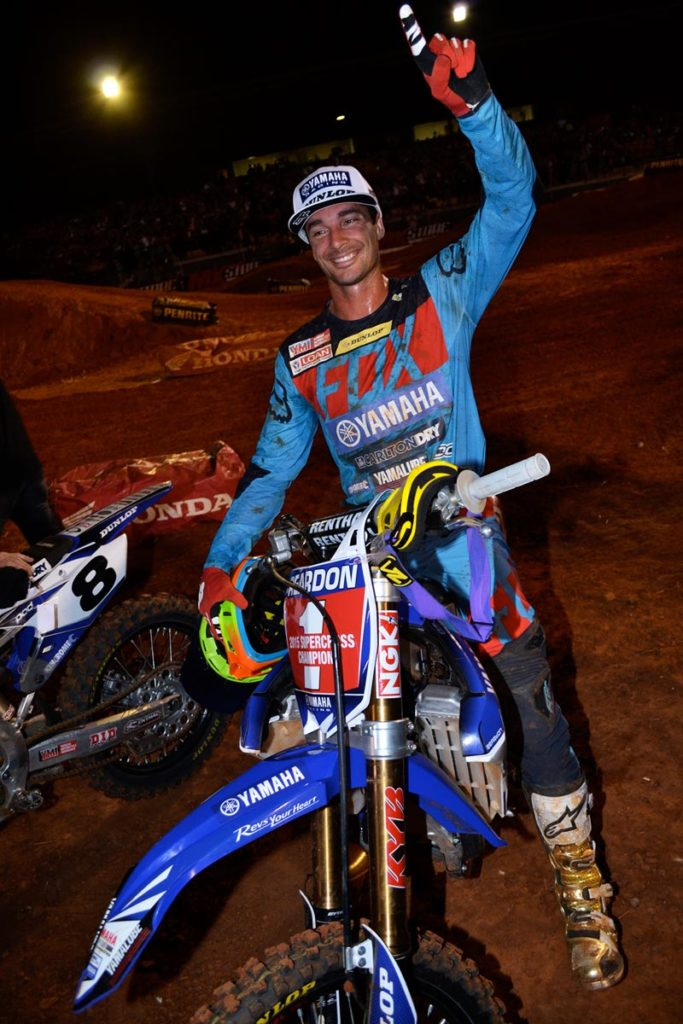 Despite suffering a dislocated shoulder, CDR Yamaha rider Dan Reardon has clinched the SX1 title in the 2015 Penrite Oils Australian Supercross Championships presented by Ryco Filters at the grand final round at Knights Stadium in Melbourne tonight.
