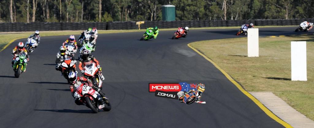 Aaron Morris leads Brayden Elliott - 2015 Swann Insurance Australasian Superbike Championship