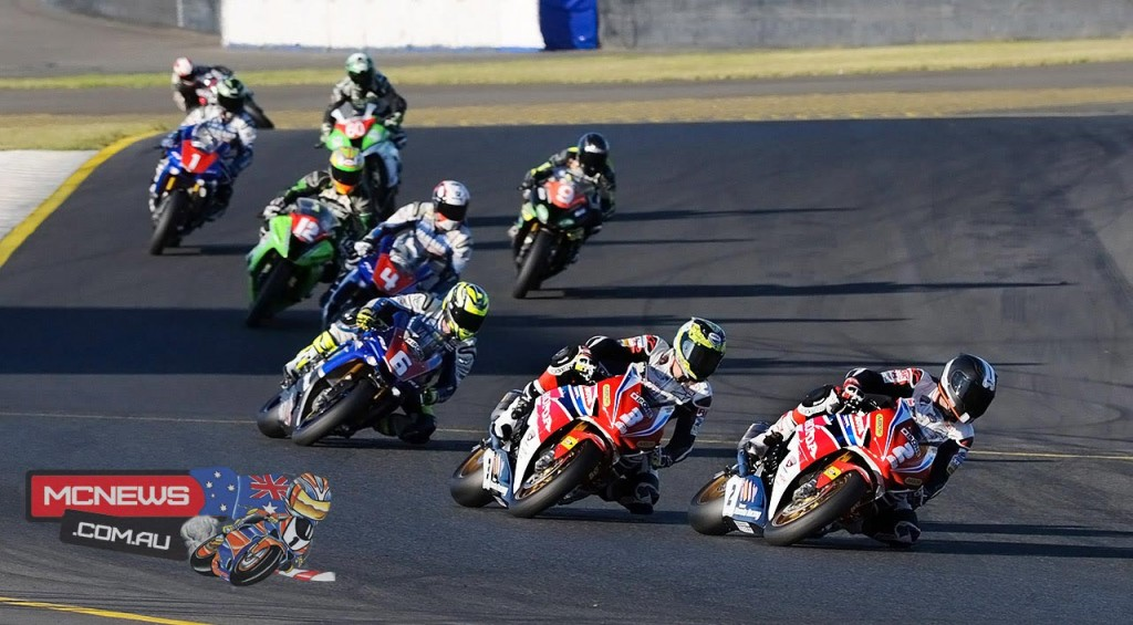 Jamie Stauffer leads Troy Herfoss at Sydney Motorsports Park FX Finale 2015