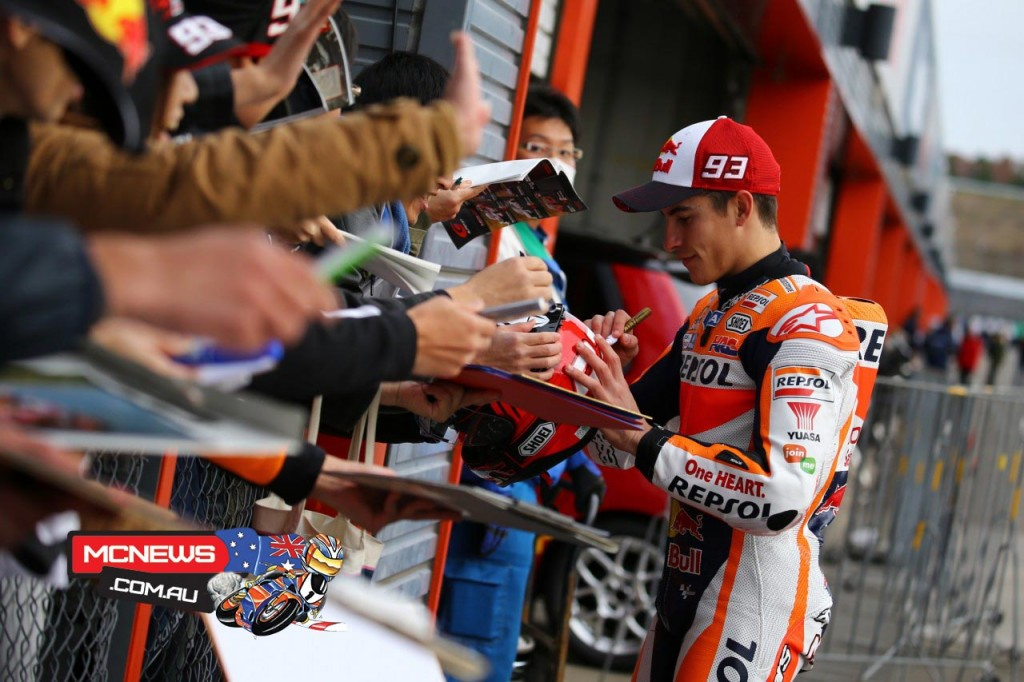Honda-Racing-Thanks-Day-2015-Marc-Marquez-Sign