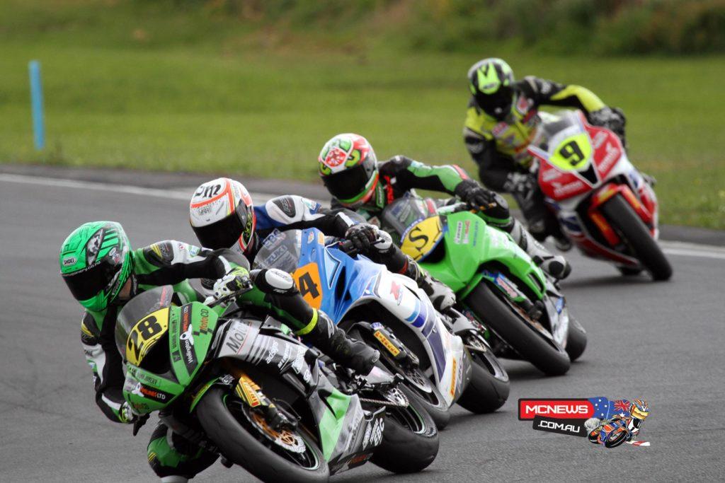 NZ Suzuki Series 2015 - Round One - Hampton Downs - Shane Richardson leads Daniel Mettam, Roman Stamm and Damon Rees in F2 600