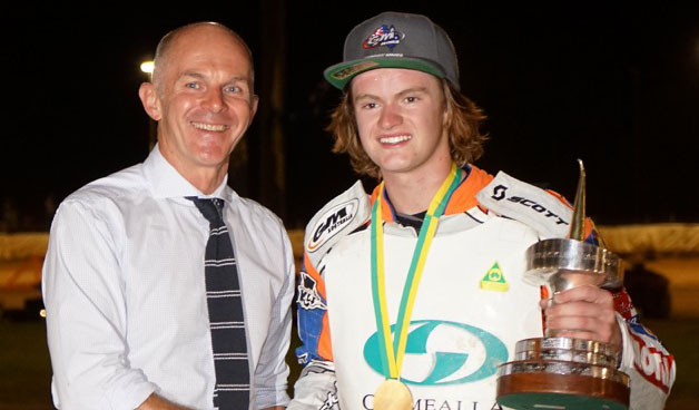 Motorcycling Australia CEO David Cottee (left) congratulates new Australian Solo Speedway champion Brady Kurtz (right) (Credit: Christopher Horne).