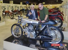 Giancarlo Morbidelli with Phil Aynsley and the Ducati 125/4 - Image by Gabriele Moroni