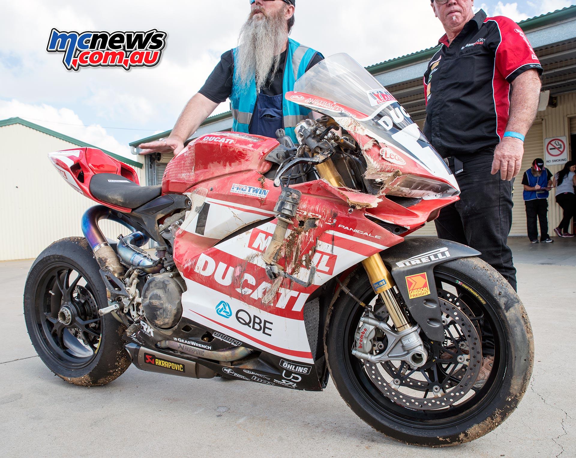 Mike Jones Desmo Sport Ducati crash damage - ASBK 2016 - Wakefield Park