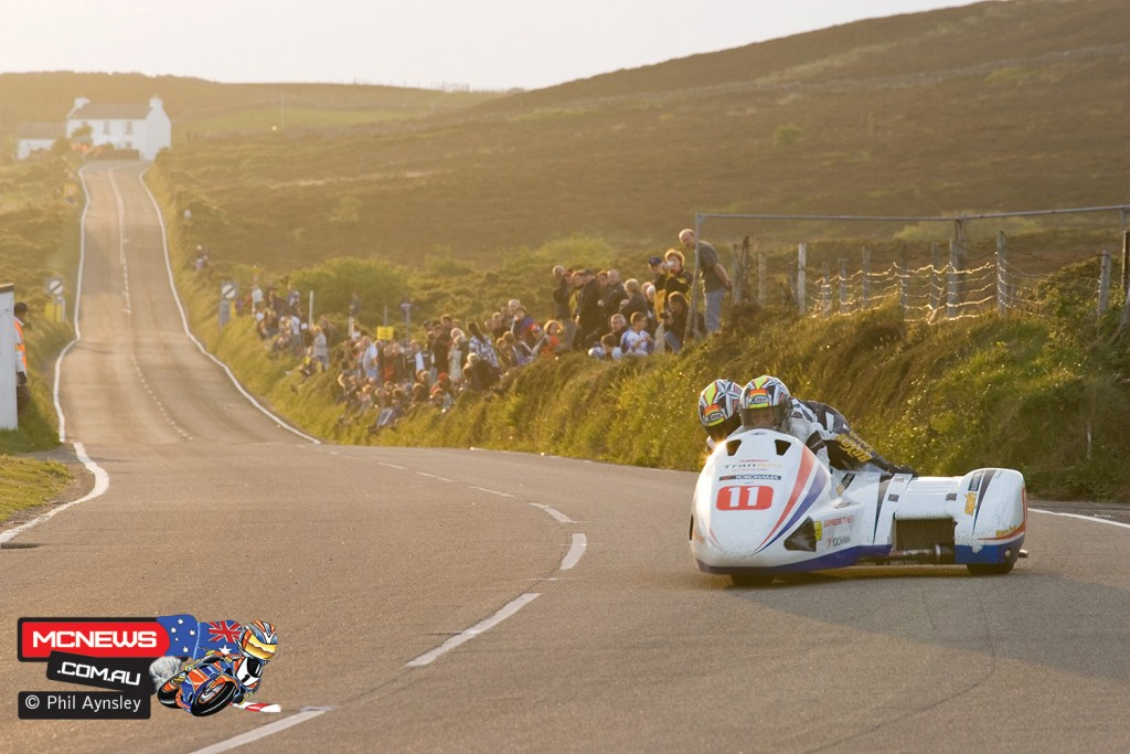 Looking up to Kate's Cottage from Creg-ny-Baa. Gary Horsepole/Mark Cox - LCR Honda. 2007 Isle of Man Centenary Meeting by Phil Aynsley