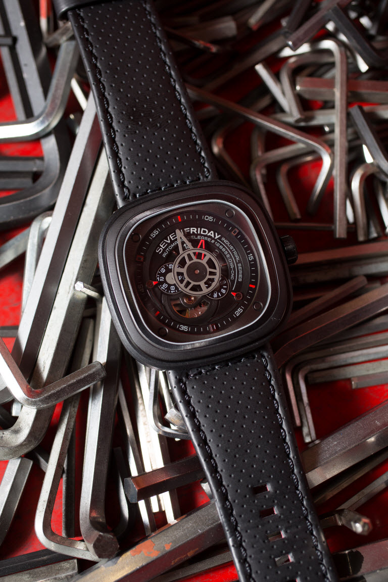 Superbike and Supersport round winners at the 2016 Swann Superbike Championship will each receive a fantastic SEVENFRIDAY watch prize with a value of $1,660 rrp