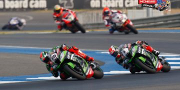 Tom Sykes leads Jonathan Rea and Michael Van der Mark