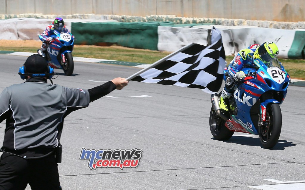 Toni Elias (24) beat his teammate Roger Hayden (95) to the line to win the first Superbike race. It was Elias's third win of the four-race-old season.