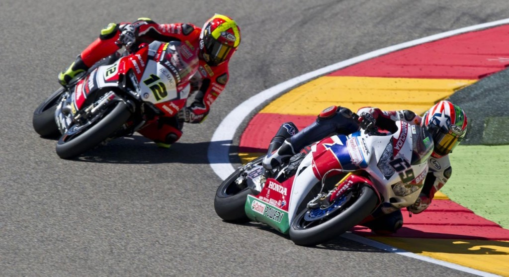 Nicky Hayden leads Xavi Fores