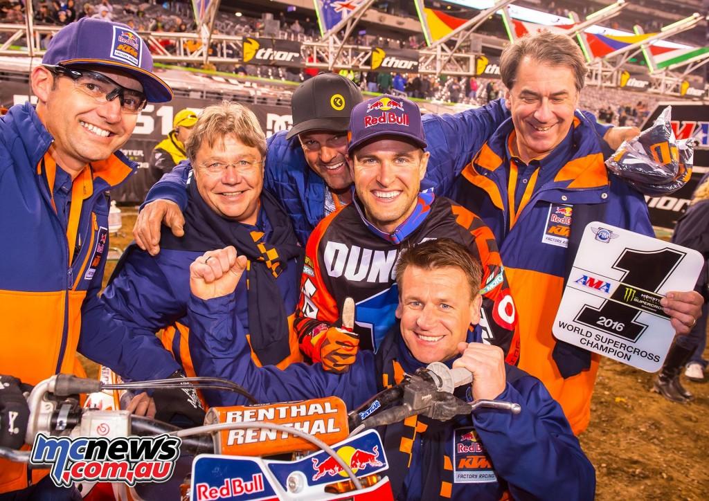 Carlos Rivera, Harald Plöckinger, Troy & Ryan Dungey, Pit Beirer & Stefan Pierer KTM 450 SX-F East Rutherford 2016