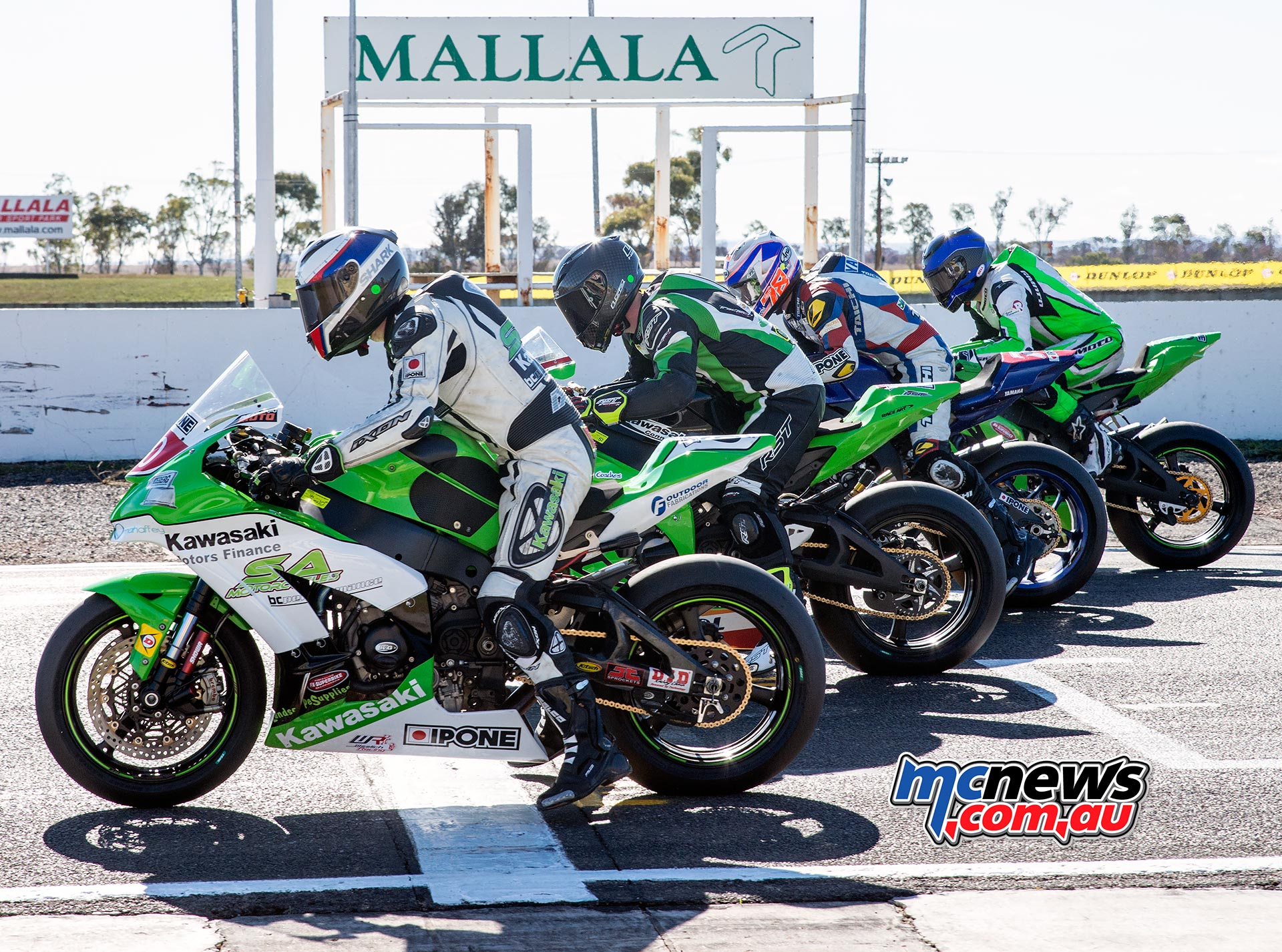 Swann Superbike Championship 2016 - Round Three - Mallala - Superbike Start