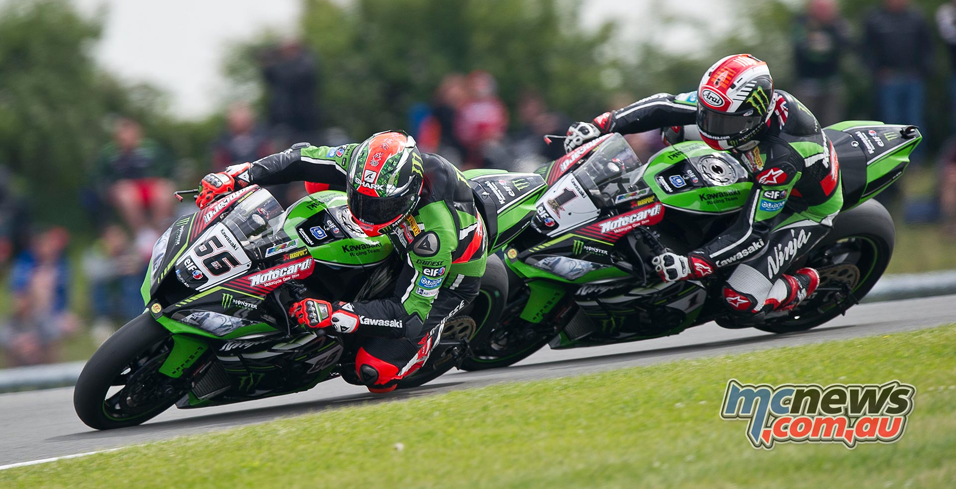 Tom Sykes leads Jonathan Rea