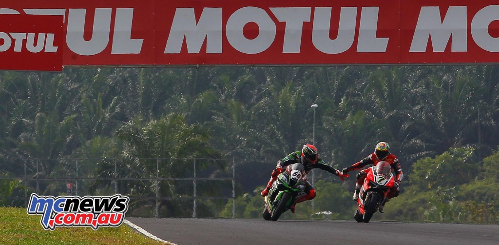 WorldSBK 2016 - Sepang - Race One - Tom Sykes and Chaz Davies