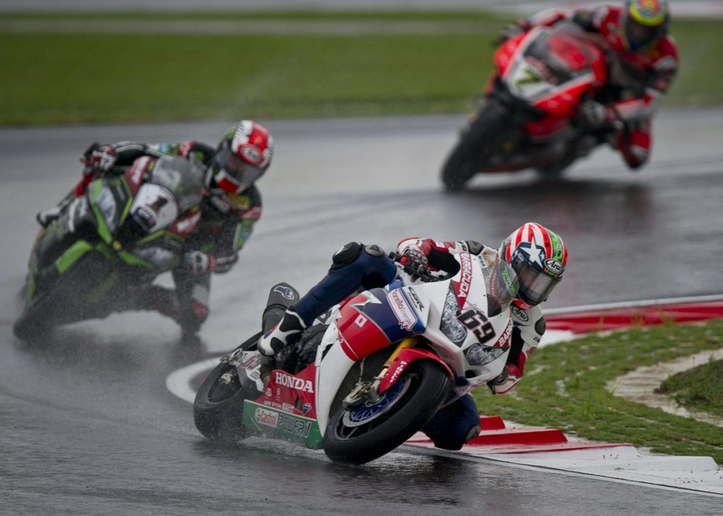 Nicky Hayden chased by Jonathan Rea and Chaz Davies