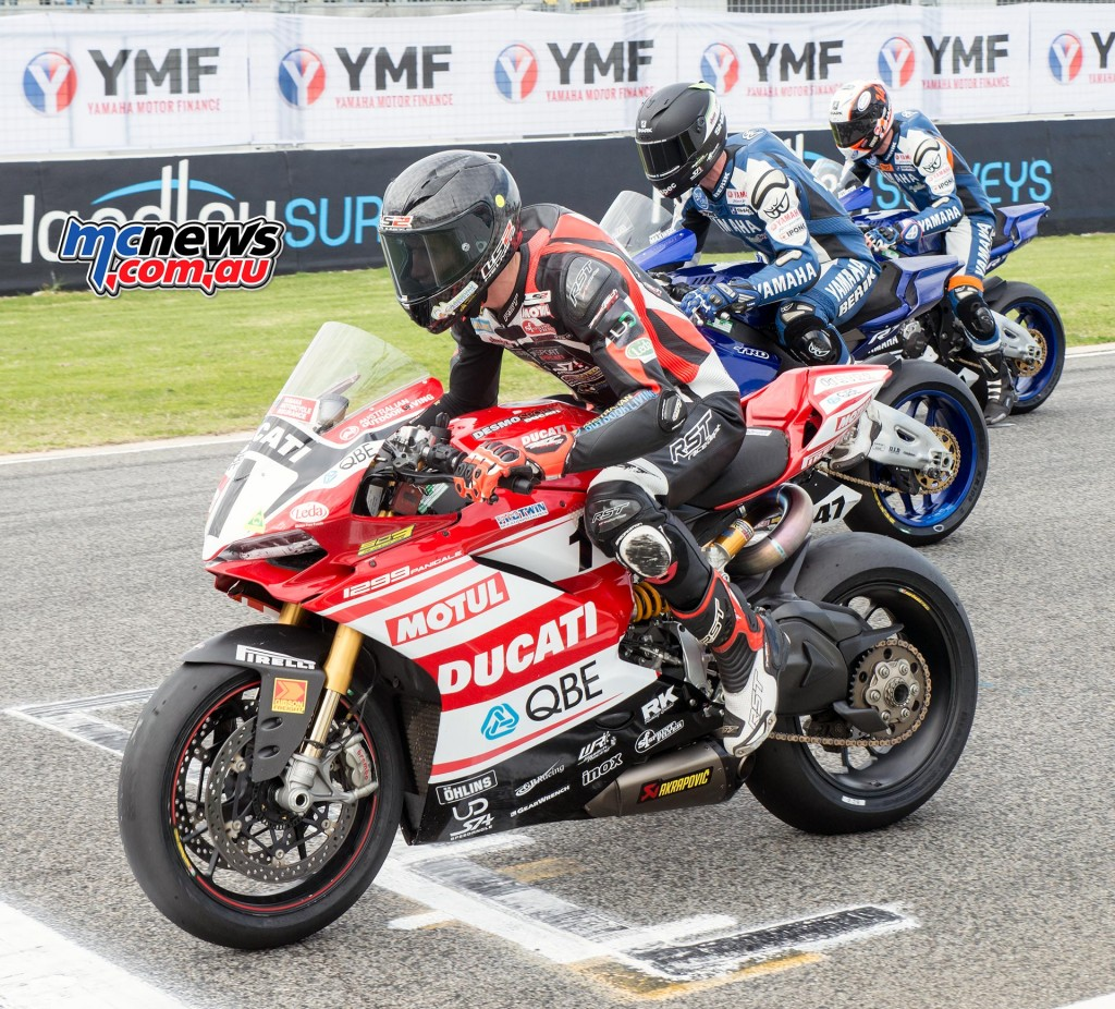 ASBK 2016 - Round Four - Barbagallo Raceway, Wanneroo - Superbike Race One Start - Mike Jones