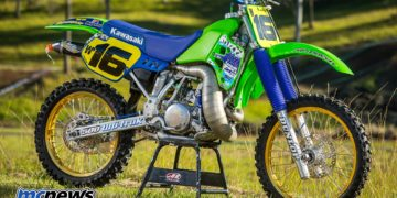 1989 Kawasaki KX500 - Brad Mustard - Image by Greg Smith - Wider foot pegs have been installed as the standard ones were like knives on the base of your boots they were that thin. Plus the teeth would break from the mounting plate (this is a good upgrade)