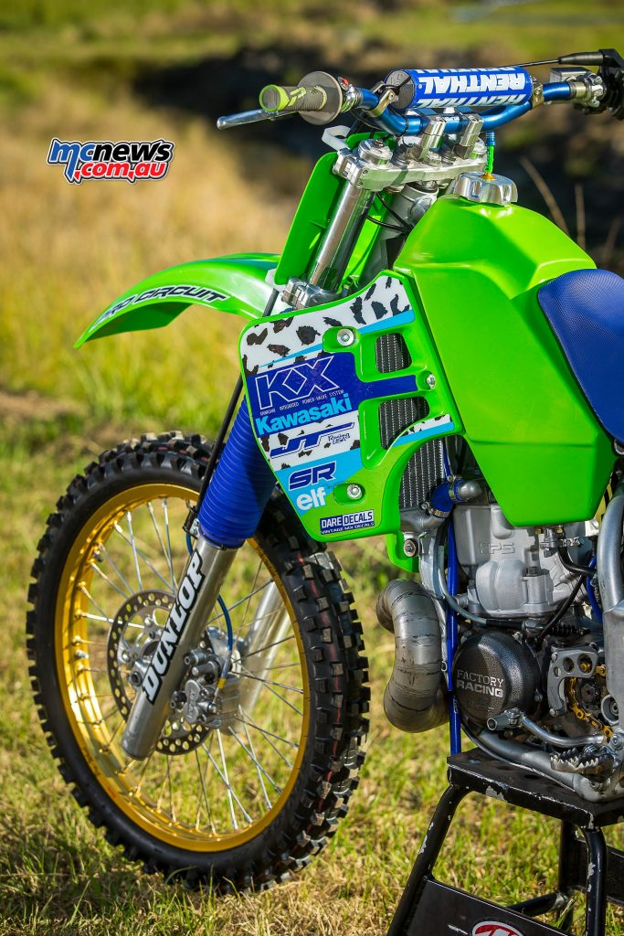 1989 Kawasaki KX500 - Brad Mustard - Image by Greg Smith - There's a smaller fuel tank from the same year model KX250 as it's slimmer and I guess lighter thus helping the power to weight ratio (like you need it?).