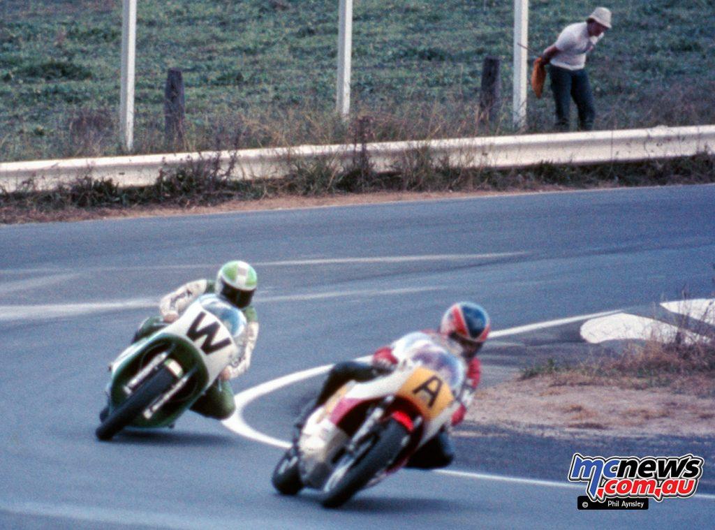 Sado Asami/Yamaha TZ750 leads Masahiro Wada/Kawasaki H2R 750.