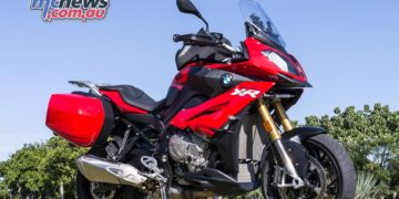 In the touring range, BMW Motorrad is offering a Navigator V with the R 1200 RT, R 1200 R, K 1600 GT, K 1600 GTL or S 1000 XR . There are further bonuses available with the 2015-plated S 1000 XR – genuine BMW panniers and top box.