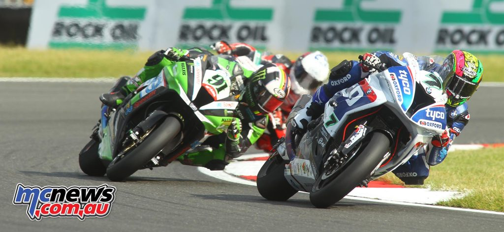 Michael Laverty leads Leon Haslam at Snetterton BSB 2016