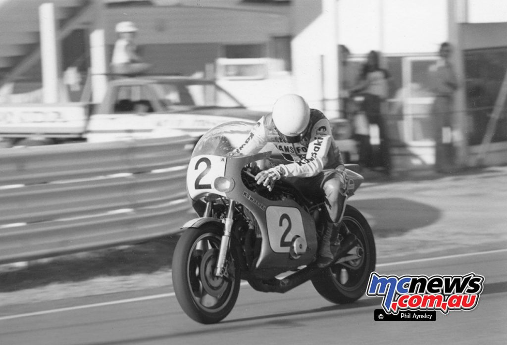 Gregg Hansford realising there is a problem with the Kawasaki Z1000SR in the Arai 500 Bathurst 1980