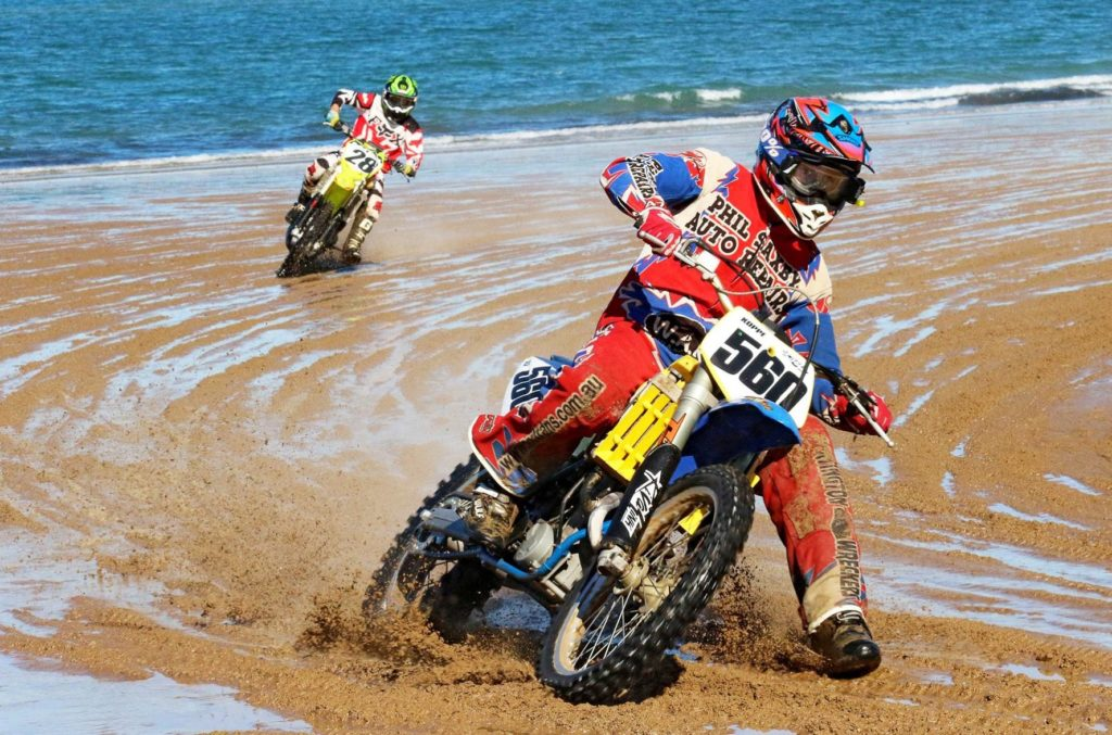 Damien Koppe takes the win ahead of Mick Hansen at the Mackay Beach Race