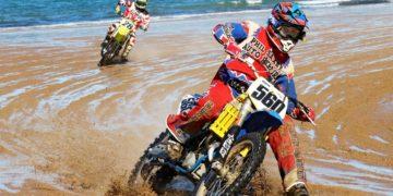 Damien Koppe takes the win ahead of Mick Hansen at the Mackay Beach Race
