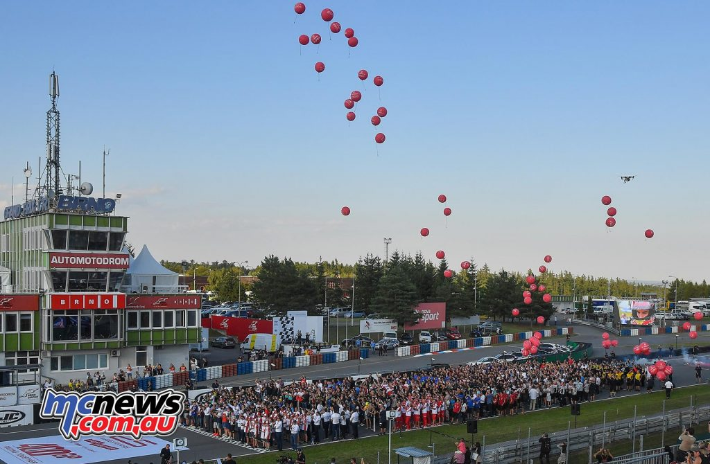 MotoGP Brno 2016 - 400 GPs of the new era! The entire MotoGP family in unison celebrates this landmark with parachutes landing in the starting grid, an orchestra, and balloons.