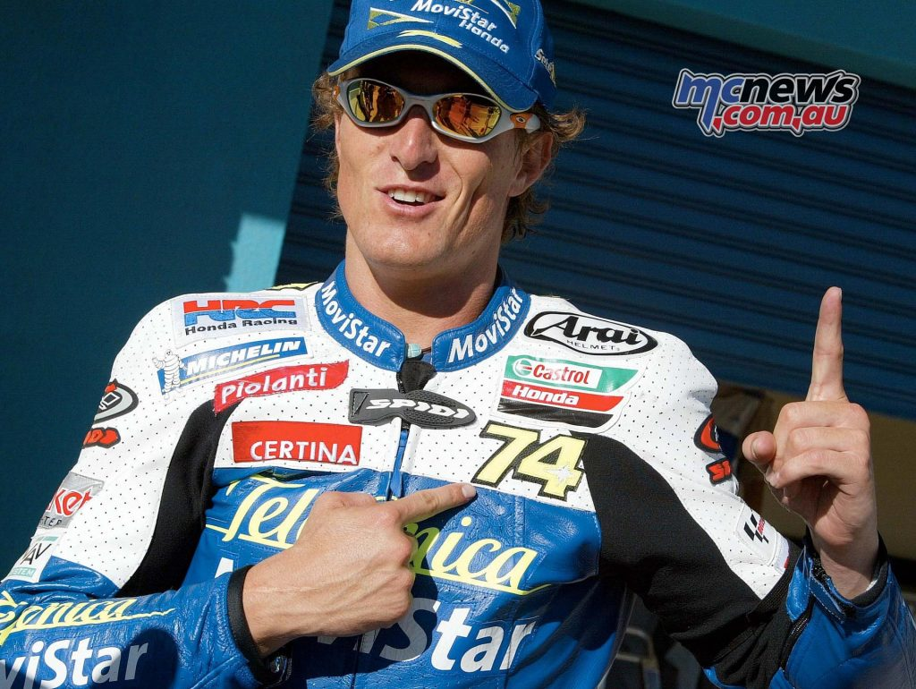 2003 - GIBERNAU IN THE NAME OF KATO In the opening round of the season at Suzuka, the star of Daijiro Kato turns off forever: through a great difficulty time, the team and Sete Gibernau find the strength to continue to fight, dedicating him four wins and finishing the year second in the Championship.